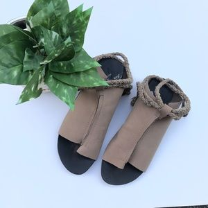 ✔️Free People Thong Lace Up Sandal